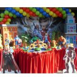 Mesa de decora��o infantil no tema Vingadores
