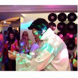 DJ e Música ao Vivo é com a Diver-som, Som e Luzes