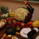 mesas de frios e frutas