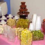 Mesa com Espeto de Frutas + Cascata de Chocolate.