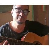 Um cantinho, um violão...