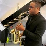 Charles saxofonista- Encanto Produção Musical