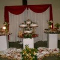 decoração da mesa de bolo e bombons