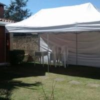 Tenda Sanfonada 6x3m com fechamentos laterais por R$280,00 (diária).