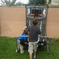 Basquete eletrônico, diversão garantida para crianças e adultos.