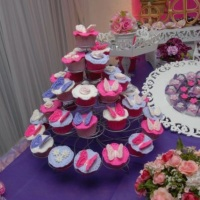 Torre de Cupcakes e doces Tema: Flores e borboletas