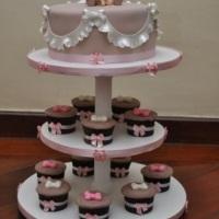 Torre de Cupcakes com Bolo