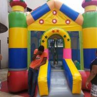 Castelão pula pula brinquedo super colorido e segura para todas as idades.