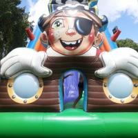 Tobogã pirata grande seguro e divertido com altura bem divertida.