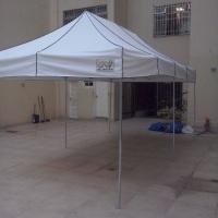 Tenda pantográfica medindo 6x3 m