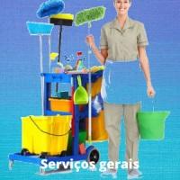 Auxiliares de serviços gerais, com material ou somente a mão de obra. Período de 04 06 ou 12 horas.