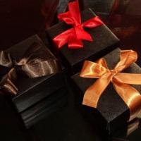 Caixas fechadas de brigadeiros - 4 sabores: pistache, chocolate 75% cacau, limão, nozes