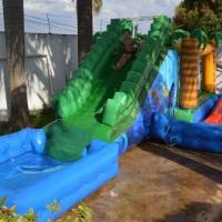 Aquaplay Para crianças de 4 a 7 anos Medidas:  - 10m de cumprimento - 5m de largura - 3,5m de a