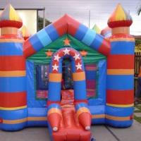 Castelo com piscina de bolas