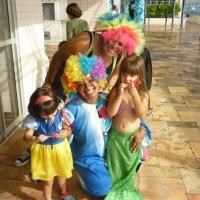 Palhacinhas Pipoca e Pirulito animam as crianças