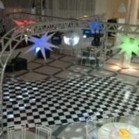 estrutura em x com piso xadrez