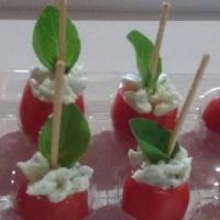 Mini Tomatinhos Recheados com Cream Cheese e Ricota.