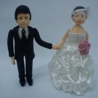 Topo de Bolo , casal de noivos , vestido de cetim.
