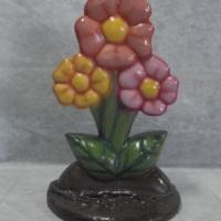 Trio de Flores em fibra. Serve como cenário ou base de mesa