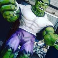 Escultura em fibra de vidro hulk 3 metros