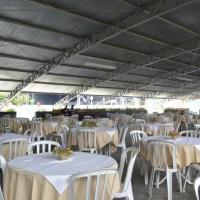 Salão coberto para até 600 pessoas com cadeiras (área 2)