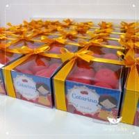 lembrancinha mini maçã Branca de Neve caixa personalizada contendo 4 sabonetes no formato de maçã.