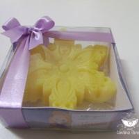 lembrancinha Rapunzel caixa personalizada com sabonete e laço de cetim