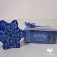 lembrancinha floco de neve Frozen caixa personalizada com sabonete e laço de cetim