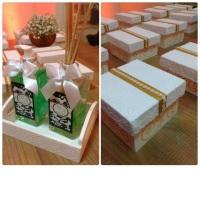 Kit difusor de ambiente com sabonete líquido. Caixa revestida com renda para doces finos, kit aromá