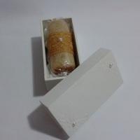 Caixa MDF acondicionando mini bolo de rolo