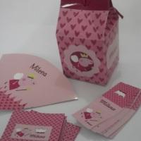 Festa Peppa Pig - alguns produtos personalizados como caixas , convites, rótulos e adesivos.