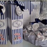 Caixa Mini espumante com aba e balas personalizadas. Cores de acordo com o tema da festa.