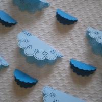 Bandeirinhas em doilies azuis