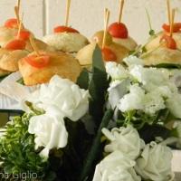 Mini ciabatas com queijo fresco, requeijão e tomate seco. Delicioso para uma coquetel ou picnic