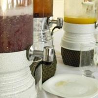 Suqueiras com sucos naturais de polpa de fruta Ricaelli. Podendo ser usada para águas saborizadas.