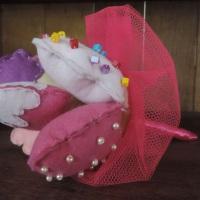 Buquê cupcakes para daminhas - em feltro com aplicações em miçangas e mini pérolas