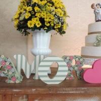 Letras em MDF decoradas com tecido e acabamento em fita