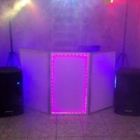 Balada Neon com Dj, som, iluminação, cabine Iluminada, fumaça e luz decorativa neon.