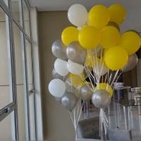 Cachos de balões no gás helio.