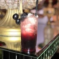 Venha experimentar nosso drink mar negro.