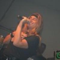 vocalista Bateria Iluminados - Rose Rosa