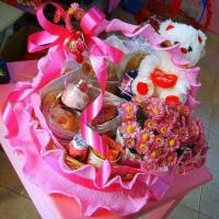 Cesta de café da manhã, R$160,00 com 25 itens um lindo ursinho e diversas flores artificiais. Forma