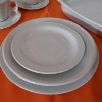 Pratos de mesa e sobremesa