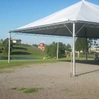 Tenda 10x10m montada na Fazenda Fagunde na beira do lago.
