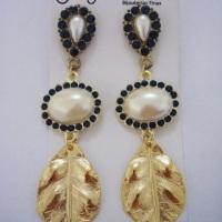 Lindos brincos coloridos com folha dourada