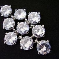 Lindo brinco de pequenas zircônias cristal, perfeito para noivas que gostam de muito brilho