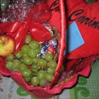 cesta de chocolate com fruta media