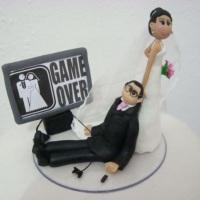 Noivo viciado em game sendo puxado pela noiva