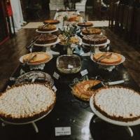 Mesa de um café colonial em um Casamento, com mais de 160 convidados.