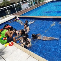 Gincana na piscina.